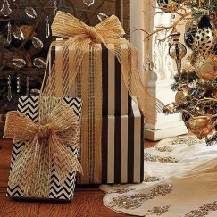 Totally Inspiring Black And Gold Christmas Decoration Ideas02