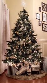 Totally Inspiring Black And Gold Christmas Decoration Ideas42