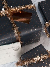 Totally Inspiring Black And Gold Christmas Decoration Ideas44