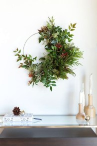 Unique Christmas Wreath Decoration Ideas For Your Front Door 02