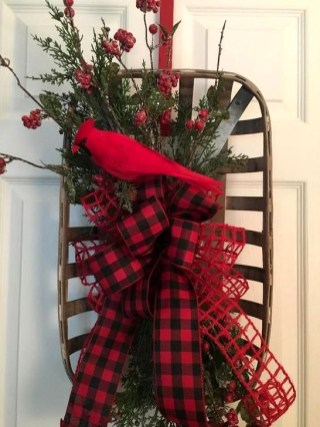 Unique Christmas Wreath Decoration Ideas For Your Front Door 16
