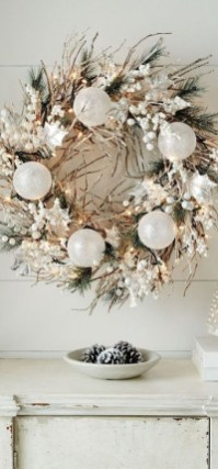 Unique Christmas Wreath Decoration Ideas For Your Front Door 17