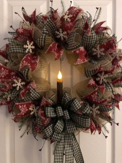 Unique Christmas Wreath Decoration Ideas For Your Front Door 28