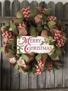 Unique Christmas Wreath Decoration Ideas For Your Front Door 41