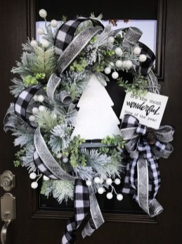 Unique Christmas Wreath Decoration Ideas For Your Front Door 44