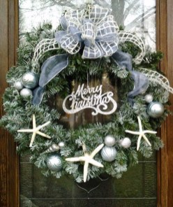 Unique Christmas Wreath Decoration Ideas For Your Front Door 47
