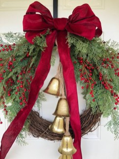 Unique Christmas Wreath Decoration Ideas For Your Front Door 50