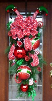 Unique Christmas Wreath Decoration Ideas For Your Front Door 53