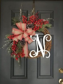 Unique Christmas Wreath Decoration Ideas For Your Front Door 55