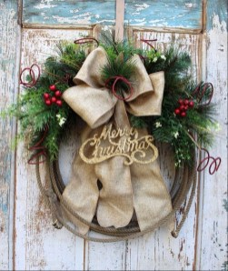 Unique Christmas Wreath Decoration Ideas For Your Front Door 57