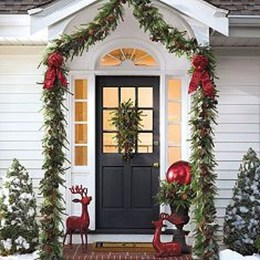 Welcoming Christmas Entryway Decoration For Your Home 01