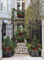 Welcoming Christmas Entryway Decoration For Your Home 29