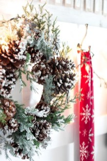 Welcoming Christmas Entryway Decoration For Your Home 33