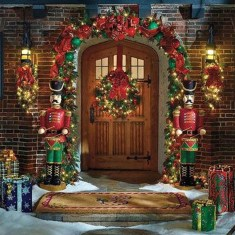 Welcoming Christmas Entryway Decoration For Your Home 39