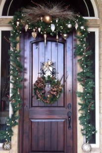 Welcoming Christmas Entryway Decoration For Your Home 48
