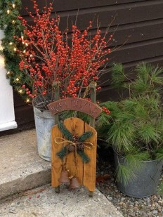 Welcoming Christmas Entryway Decoration For Your Home 49