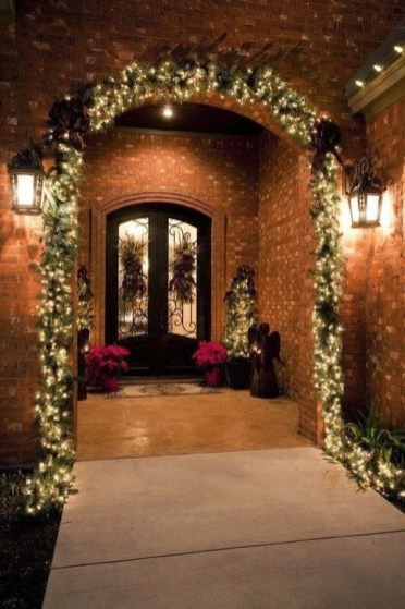 Welcoming Christmas Entryway Decoration For Your Home 53