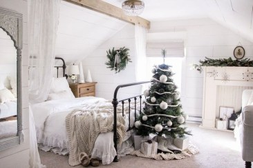 Adorable Bedroom Decoration Ideas For Winter 26