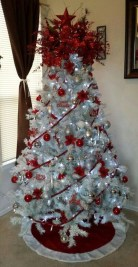 Awesome Red And White Christmas Tree Decoration Ideas 19