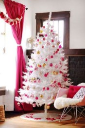 Awesome Red And White Christmas Tree Decoration Ideas 37
