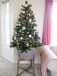Best Ideas For Apartment Christmas Decoration 32