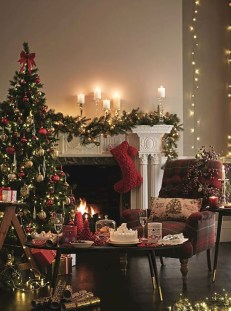 Charming Traditional Christmas Tree Decor Ideas 13