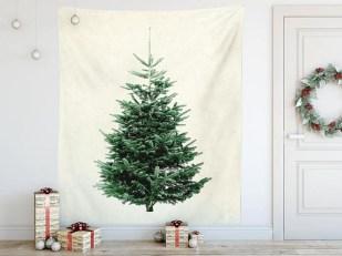 Charming Traditional Christmas Tree Decor Ideas 38