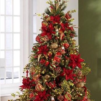 Charming Traditional Christmas Tree Decor Ideas 44