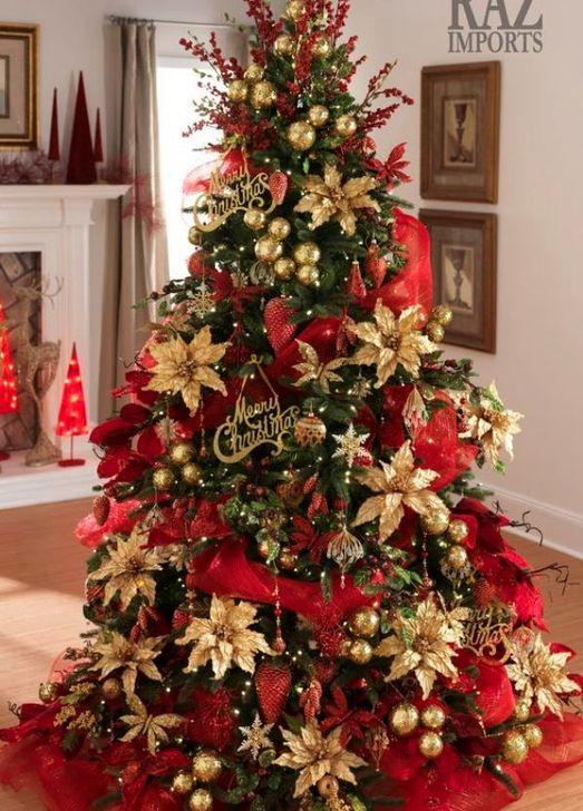 Charming Traditional Christmas Tree Decor Ideas 45