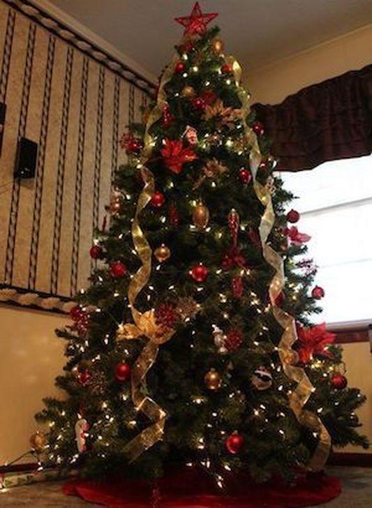 Charming Traditional Christmas Tree Decor Ideas 46 - 50 Charming Traditional Christmas Tree Decor Ideas - HOMYSTYLE