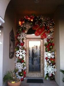 Cozy Outdoor Christmas Decoration Ideas 22