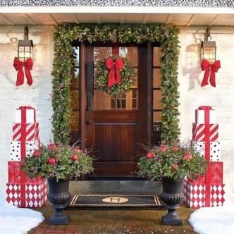 Cozy Outdoor Christmas Decoration Ideas 28