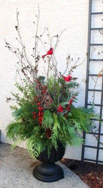 Cozy Outdoor Christmas Decoration Ideas 35
