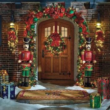 Cozy Outdoor Christmas Decoration Ideas 44