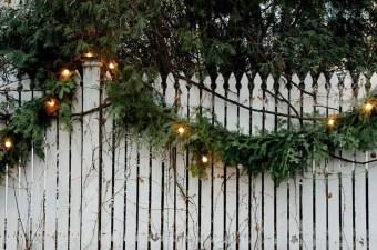 Cozy Outdoor Christmas Decoration Ideas 49
