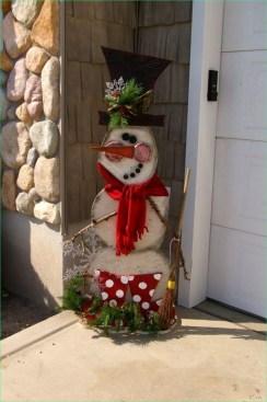 Cozy Outdoor Christmas Decoration Ideas 50
