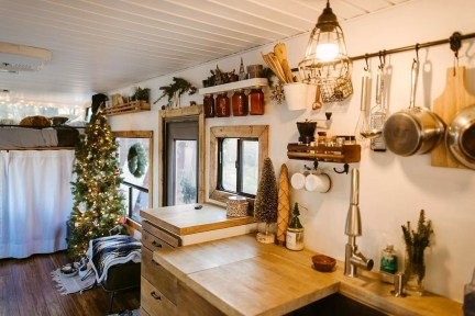 Creative RV Remodel Ideas For Christmas 29