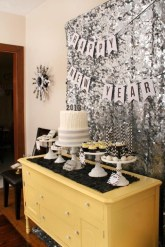 Easy DIY New Years Eve Party Decor Ideas 21