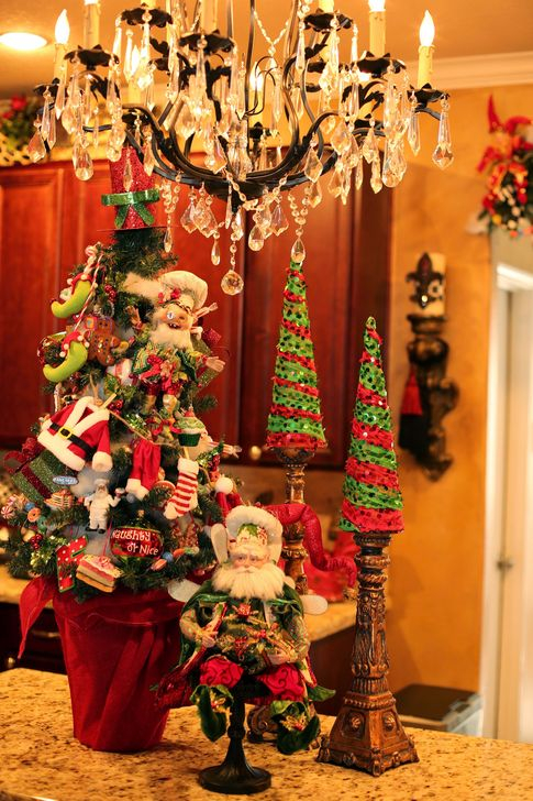 Eye Catching Kitchen Table Christmas Decoration Ideas 05