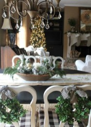 Eye Catching Kitchen Table Christmas Decoration Ideas 23