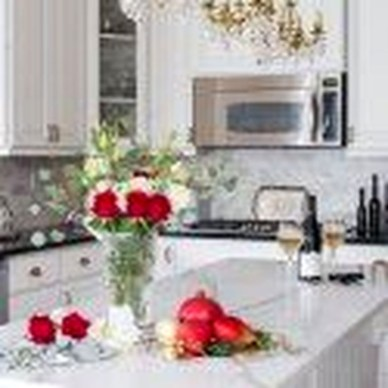 Eye Catching Kitchen Table Christmas Decoration Ideas 47