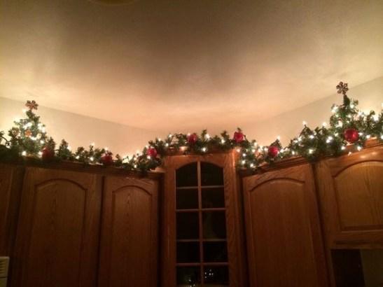 Fabulous Kitchen Christmas Decoration Ideas 07