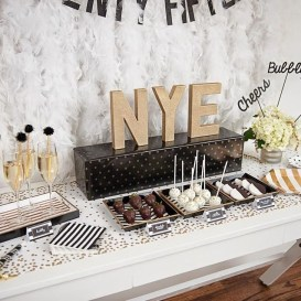 Fantastic New Years Eve Party Table Decoration Ideas 12
