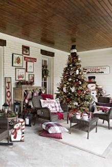 Favorite Christmas Porch Decoration Ideas 03