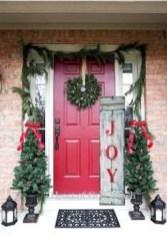 Favorite Christmas Porch Decoration Ideas 11