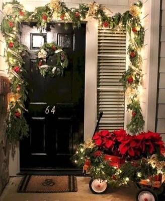 Favorite Christmas Porch Decoration Ideas 24