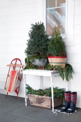 Favorite Christmas Porch Decoration Ideas 25