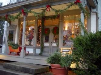 Favorite Christmas Porch Decoration Ideas 31