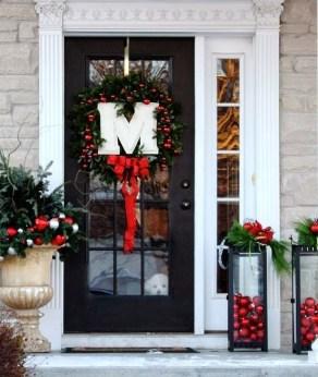 Favorite Christmas Porch Decoration Ideas 36