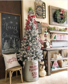 Gorgeous Farmhouse Christmas Tree Decoration Ideas 03